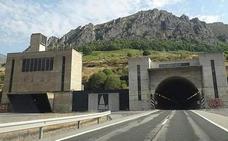 La delegada del Gobierno en Asturias y el subdelegado en León se reúnen para coordinar la campaña de vialidad invernal