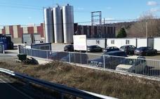 La planta de embotellado de agua de Folgoso de la Ribera cierra «sin previo aviso» y deja en la calle a sus 16 trabajadores