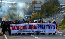 La marcha minera de la plataforma Santa Bárbara llega a Oviedo para alertar de que los cierres abocan a León y Asturias al 'luto'