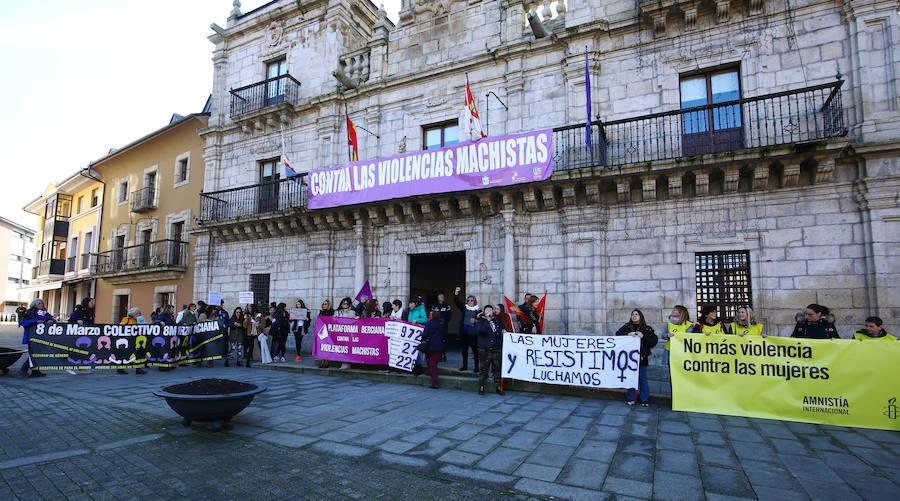 Manifestación en Ponferrada con motivo del Día Internacional contra la Violencia de Género