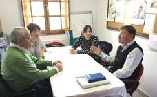 La 'ruta social' del PP del Bierzo visita la nueva sede de la AECC en Ponferrada