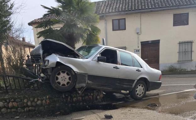 Fallece el hombre que empotró su vehículo contra una fuente en la localidad de Las Omañas