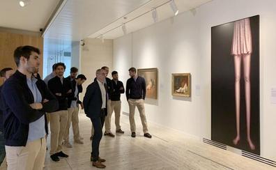 La plantilla del Ademar visita la Colección Abanca en el Museo de León