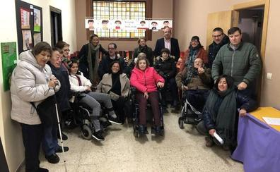 La Pola de Gordón exhibe el cuento 'Un viaje por Villasimpliz' en el Día de la Discapacidad