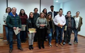 El Imfe entrega los diplomas a los 35 alumnos participantes en los cursos de ofimática e higiene alimentaria