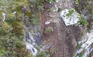 La reapertura del tráfico ferroviario entre León y Asturias se retrasa tras volar un argayo y tirar piedras ladera abajo
