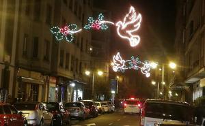 La Fele denuncia la falta de previsión y el retraso en el encendido de la iluminación navideña en León