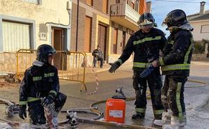 Los Bomberos de León apoyan a los de Zamora para sofocar un virulento incendio en San Adrián del Valle
