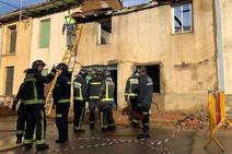 Los Bomberos de León sofocan un virulento incendio en San Adrián del Valle
