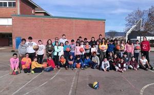 El Embutidos Pajariel Bembibre acerca el baloncesto al Colegio Santa Bárbara