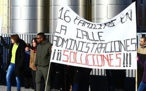 Los empleados de la planta embotelladora de Folgoso de la Ribera exigen que un administrador sustituto dé viabilidad a la empresa
