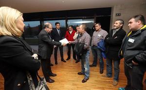 Herrera se reúne con el comité de empresa de Peal y escucha sus demandas