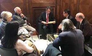 La Real Cofradía del Pendón de San Isidoro invita al presidente de la Diputación de León a formar parte de la orden