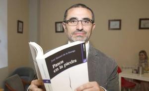 El escritor leonés recientemente fallecido De la Huerga gana el premio Vargas Llosa