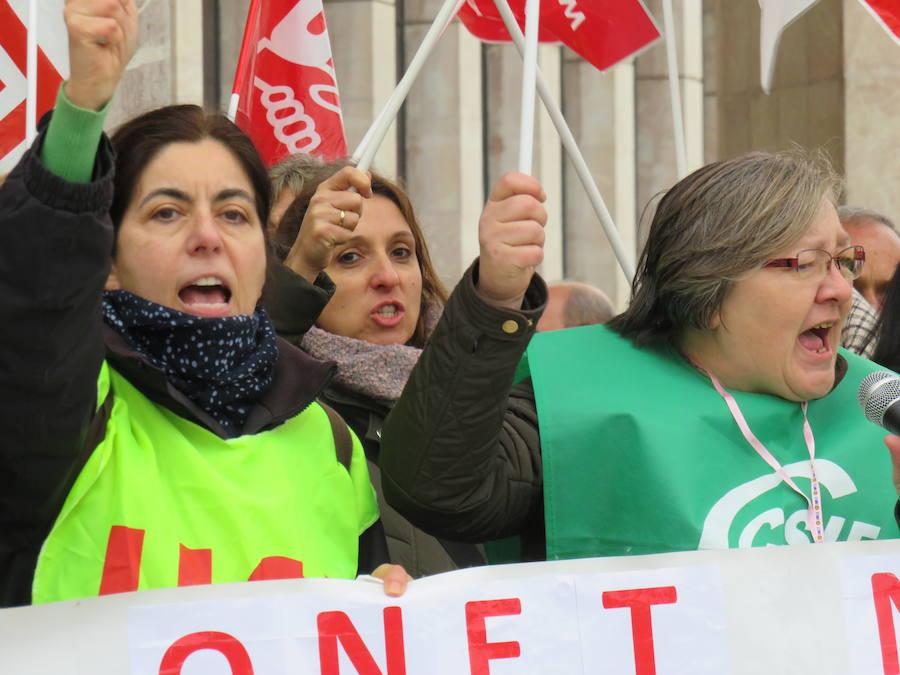 Las empleadas de la limpieza del Hospital de León, en huelga