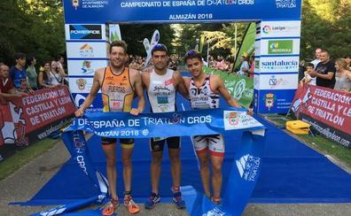 El Triatlón regional se rinde ante Kevin Tarek Viñuela y #PorUnaLeyJusta