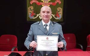 Un guardia civil de León recibe un premio por el Plan Director para la Convivencia y Seguridad Escolar