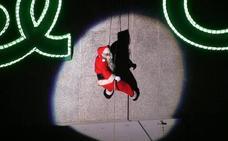 Papá Noel descenderá este sábado por la fachada de El Corte Inglés con una fiesta infantil
