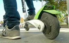 Herido el conductor de un patinete eléctrico al ser arrollado por un vehículo en La Palomera