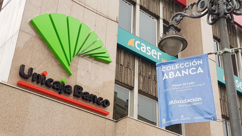 Unicaja y plantilla cierran un acuerdo para reducir un millar de empleos