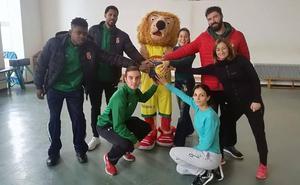 El Basket León visita un colegio de Valencia de Don Juan