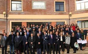 León se consolida como centro de formación de cirujanos bucales y el rector de la ULE arropa a la nueva promoción en su acto de graduación