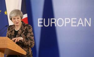 May continúa con la venda del 'brexit'