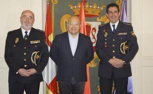 El subdelegado del Gobierno recibe al nuevo comisario provincial de León, Miguel Ángel del Diego