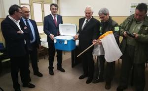 La Diputación entrega a la Junta el material para luchar contra la avispilla del castaño en el Bierzo por valor de 25.000 euros