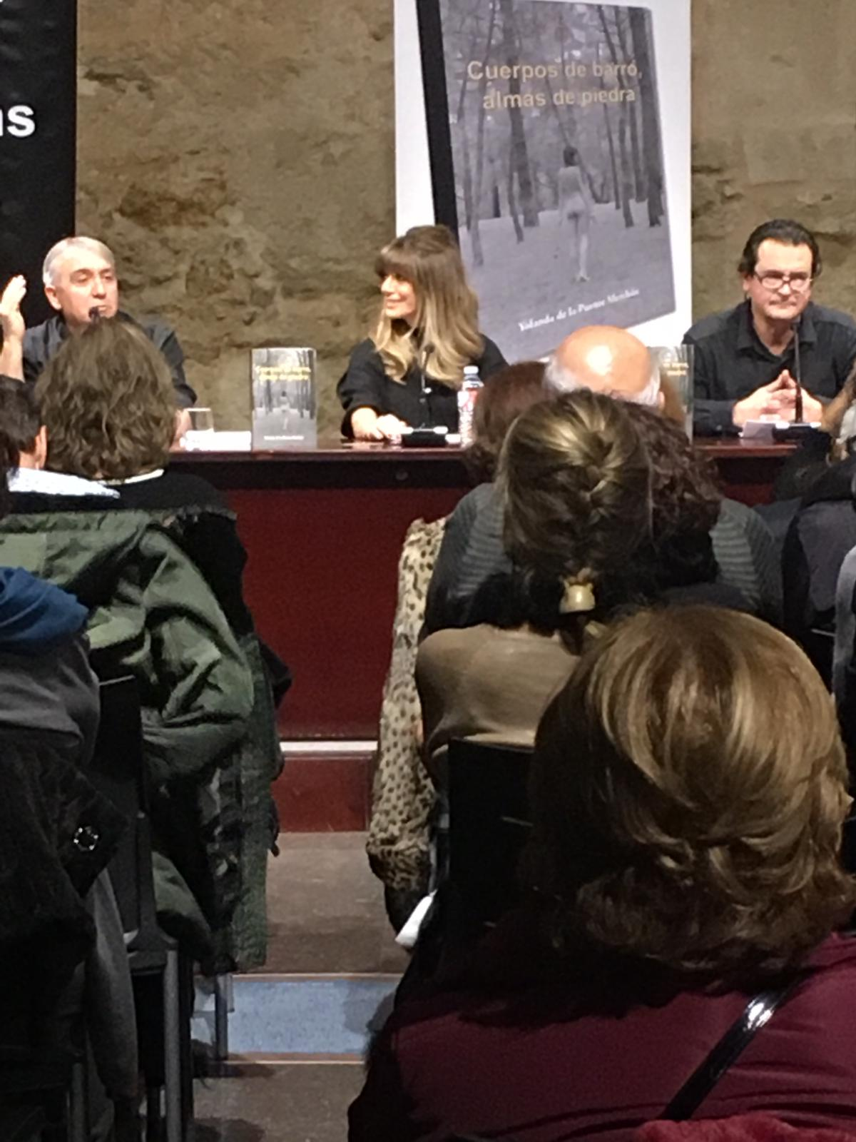 La leonesa Yolanda de La Puente presenta su novela 'Cuerpos de barro, almas de piedra'