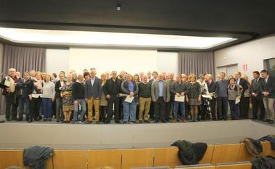 El Ayuntamiento homenajea a los 39 trabajadores jubilados y a los tres fallecidos en el último año