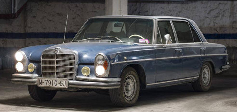 Vendido en 19.000 euros el Mercedes que usaron los Reyes en los años 70