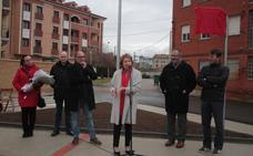 La doctora Manuela Cabero inaugura la nueva calle que lleva su nombre en Veguellina