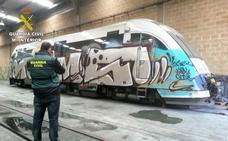 Tres detenidos y un investigado por realizar hasta 55 graffiti en vagones de Renfe y Feve