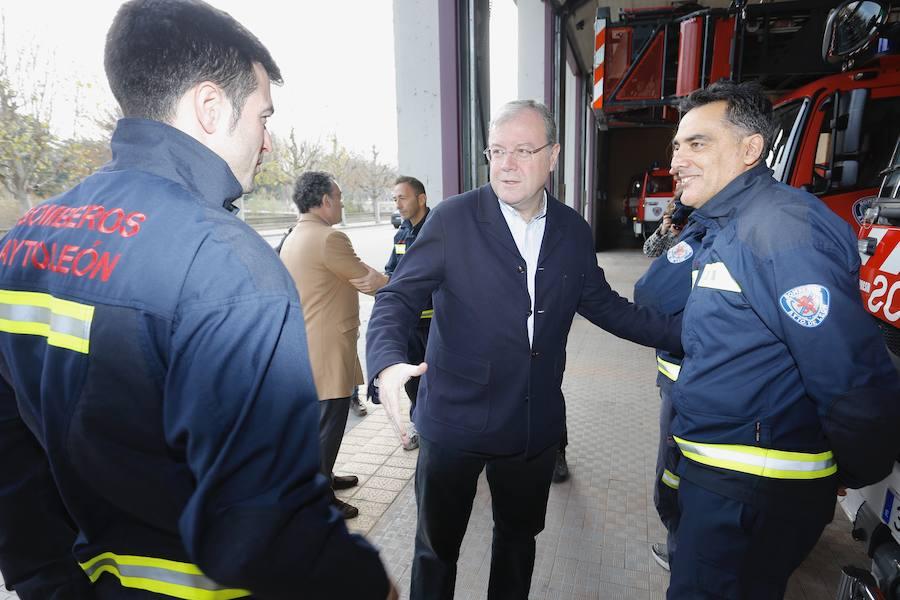 El alcalde de León felicita las fiestas a los bomberos y cuerpos policiales del municipio