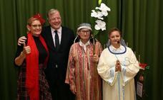 El alcalde visita la Residencia de Mayores 'Virgen del Camino' en su fiesta de Navidad