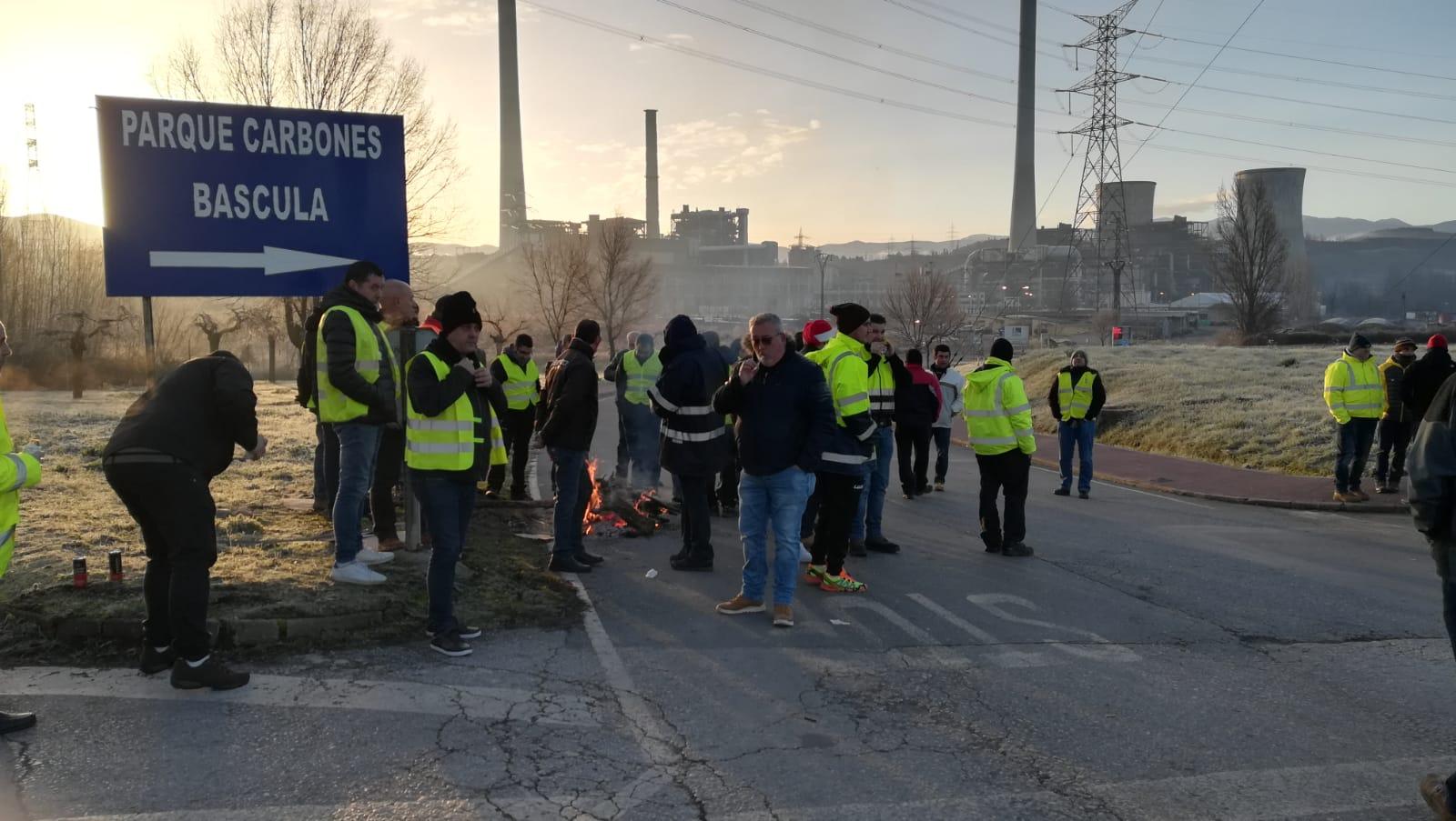 Huelga de las auxiliares de Endesa en la central de Compostilla