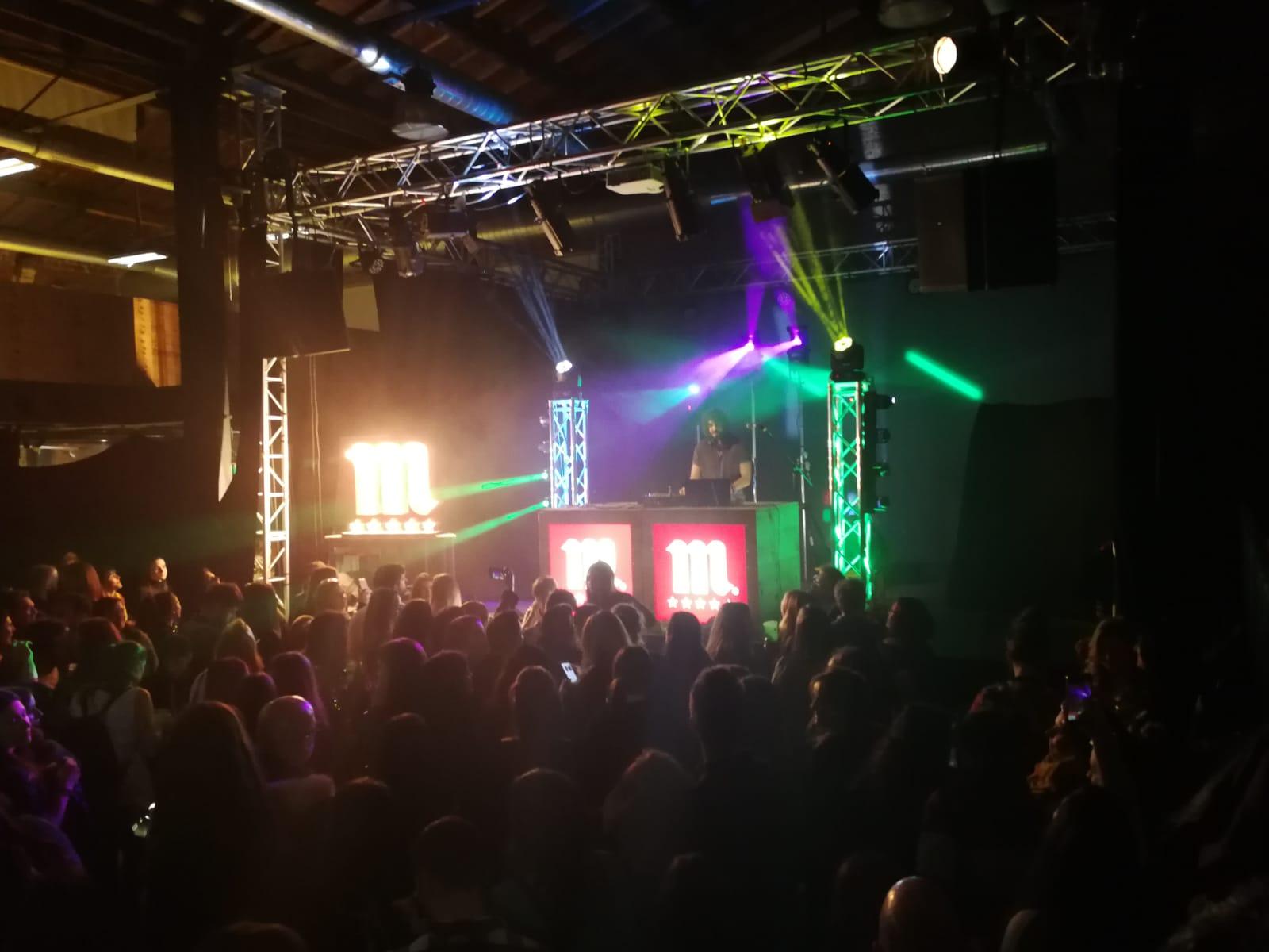 Mikel Izal muestra su versión DJ en León