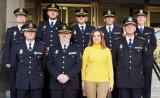 Virgnia Barcones recibe al nuevo comisario jefe provincial de León