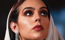 La sorprendente imagen de Georgina Rodríguez cubriéndose la cabeza con un velo en Dubái