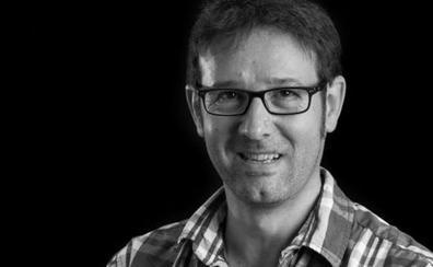 El investigador José Ramón Espinosa recibe el Premio de Astronomía Buchalter