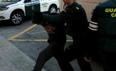 El vídeo muestra que la víctima de la Manada de Alicante se resistió incluso a mordiscos