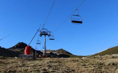 Los responsables de las estaciones de esquí claman por la llegada de nieve