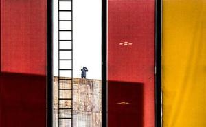 La obra Vigilados se lleva el primer premio del IV Certamen de fotografía urbana contemporánea leonesa