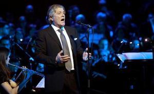 Francisco ofrece un concierto íntimo en el Auditorio de León