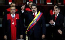 Un Maduro aislado jura de nuevo el cargo