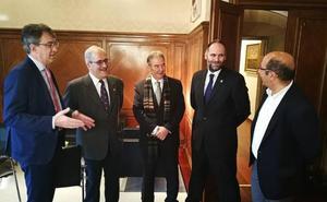 Majo reitera a la Asociación de Colegios Profesionales el apoyo al Corredor Atlántico y la plataforma de Torneros