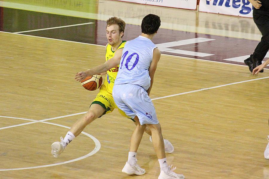 Partido entre el Basket León y el Estudiantes de Lugo