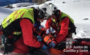 Protección Civil auxilia y traslada en helicóptero a un montañero herido en Picos de Europa