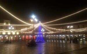 La Navidad no termina en León, que mantiene una parte de la iluminación navideña encendida